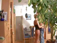 Blond mčre Allemagne est attrapé à spy cam avoir des rapports sexuels dans le bureau
