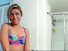 ShesNew Smalltits Freundin im Badezimmer durchgefickt