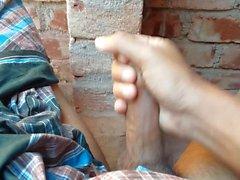 Bangladeşli erkeğin el işi