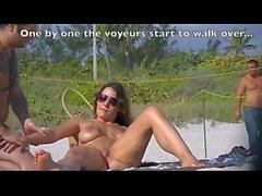 Cuckold - Exhibicionismo en la playa - Mejor video de exhibición en la playa