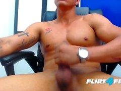 Фелипе Борха на Flirt4Free Guys - Monster Cock из Latino Stud снимает нагрузку