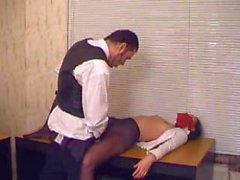 Boss cloroformio ed violentarla Segretaria Office