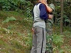 twink trekant gruppsex utomhus skog blond ung publik