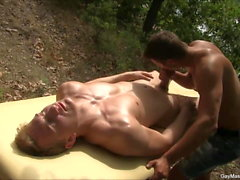 Gorgeous Fit Gay Boys Sesión de masaje al aire libre