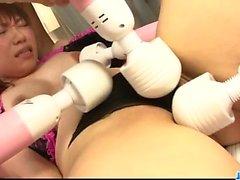 Söt japansk muntlig lek i grupp för Kana Mimura