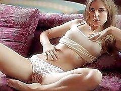 Petits masturbates beauté l'étudiante blonde de