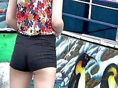 Muchacha agradable con poco cortos cortos estrechos !