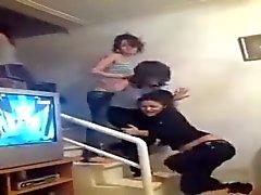 filles arabes présentent lanières alors qu'ils danser 2 015
