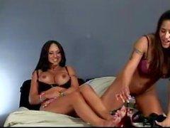 Jenaveve Jolie och Mariah Milano Latina fitta slicka horor