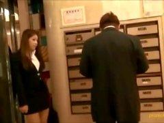 Hot kontor Kinesisk flicka footjob pojke i offentlig plats