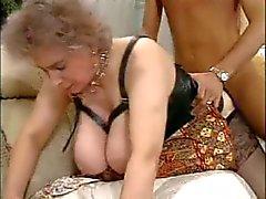 Peitos enormes Sexy idade madura