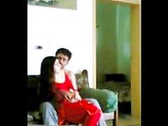 Red Shalwar Kamiz musulmani ragazza si siede su cinque pollice Paki Panther del pene