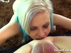 Punk Blond Girl, Cums Olarak Her Ass Fucked ve Squirts Gets.