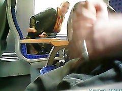 hän sai minut kiinni masturbating juna