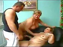 Mummi t Thake hoito iso poika .