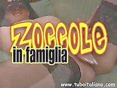Imortal italiano mascarado scud com abas gammon desprezíveis cuida de pau de um cara
