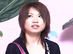 Seducenti della ragazza giapponese con seni pimpante si introdotto per a Le
