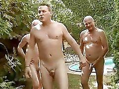 Üç adamlar lanet ve seksi kız pissing