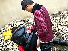Creampie chinês em uma descarga de lixo