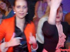Kilpailevat Amatööriluokassa euro doggystyle nai tanssilattian