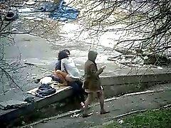 De couple foutre dans un parc