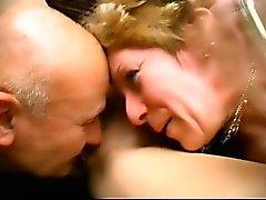 Двух раскованной женщины пусть этот повезло хлыщ засунуть дон до их рот