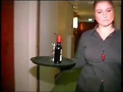 Paffuta Dutch cameriera d'albergo