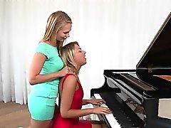 Córnea Adolecente Lesbianas acción seduce a sus Profesor de piano que