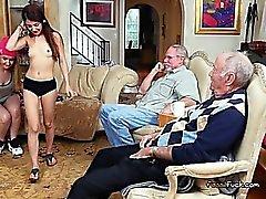 För Broke Tonåring Spela med Rich gammala Män för pengarna