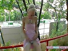 Hurmaava tyttö kuseen hotellin yleisissä for money