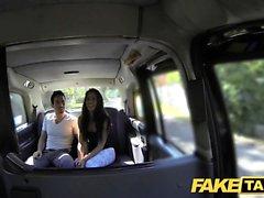 Fake Taksi pitkä espanjalainen kauneus vittuile hänen BF takana
