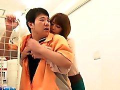 Domine baise jeune japonaise en supermarché