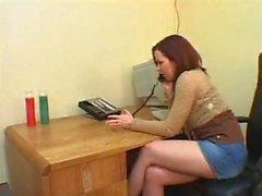 Парень Получает задницу доминируют женщина босс