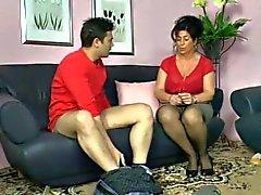 Duitse moeder toont jongen hoe je een vrouw cum