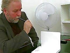 Tricky leraar verleidt student