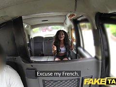 Fake Taxi Stor kropp och en sprickande het rumpa