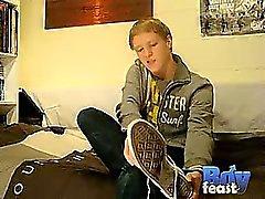 BoyFeast ilişkin Matthieu ilk video Sıcak bir yalnız , da rubs olduğu