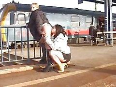 Lesbiche Pissing In pubblico