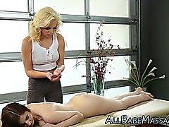 Лез красотку кушает массажиста