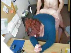 Chef erwischt den Ball seinen geilen BBW Sekretär sich bücken die Tisch to fuck