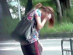 Asiatico carpark pisciare pubbliche