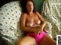 Португалия Wife Потерев ее киска об кушетки