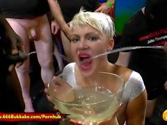 Extreme Piss Gangbang-ystävät - Claudia Vs Amy Pink - 666Bukkake