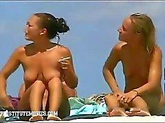 Esposte Voyeur La sexy nella una spiaggia naturista