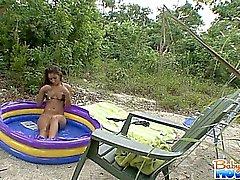 Babysitter adolescente adorável dos de Nicole Grisalho fica raspar capturado