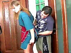 Venäjän stepmoms ja pojat anaaliseksiä