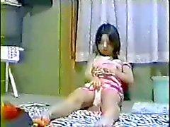 Jeunes japonais jolie fille de la masturbation la caméra cachée