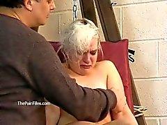 Tied sarışın slaveslut Kaos gözyaşları işkence ve sıcak balmumu alt ceza