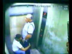Figlio e del papà catturati fottuta in di ascensore