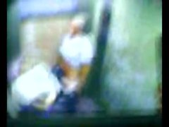 Isä sekä poika kuulu nussii hissi